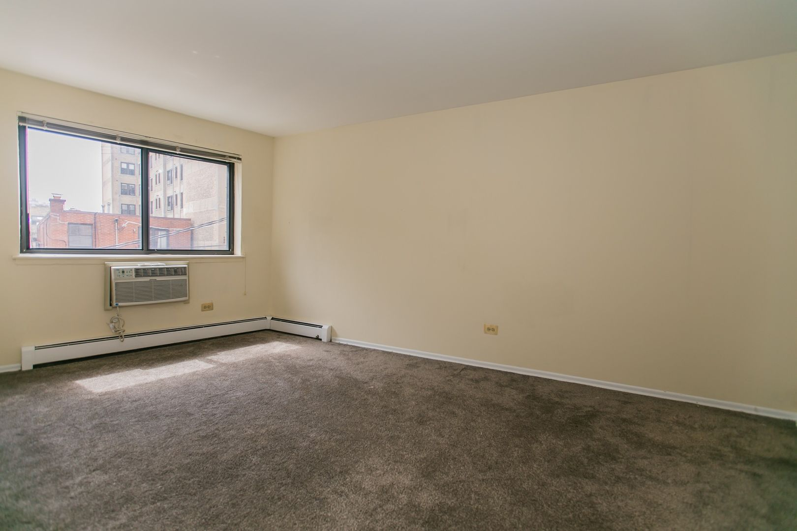 525 West Deming, Chicago, IL - 1,460 USD/ month