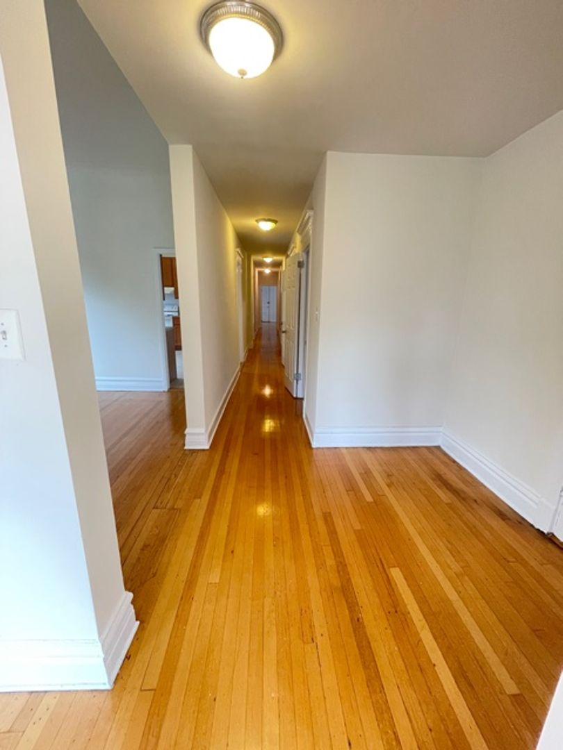 672 West Sheridan Rd., Chicago, IL - 2,230 USD/ month