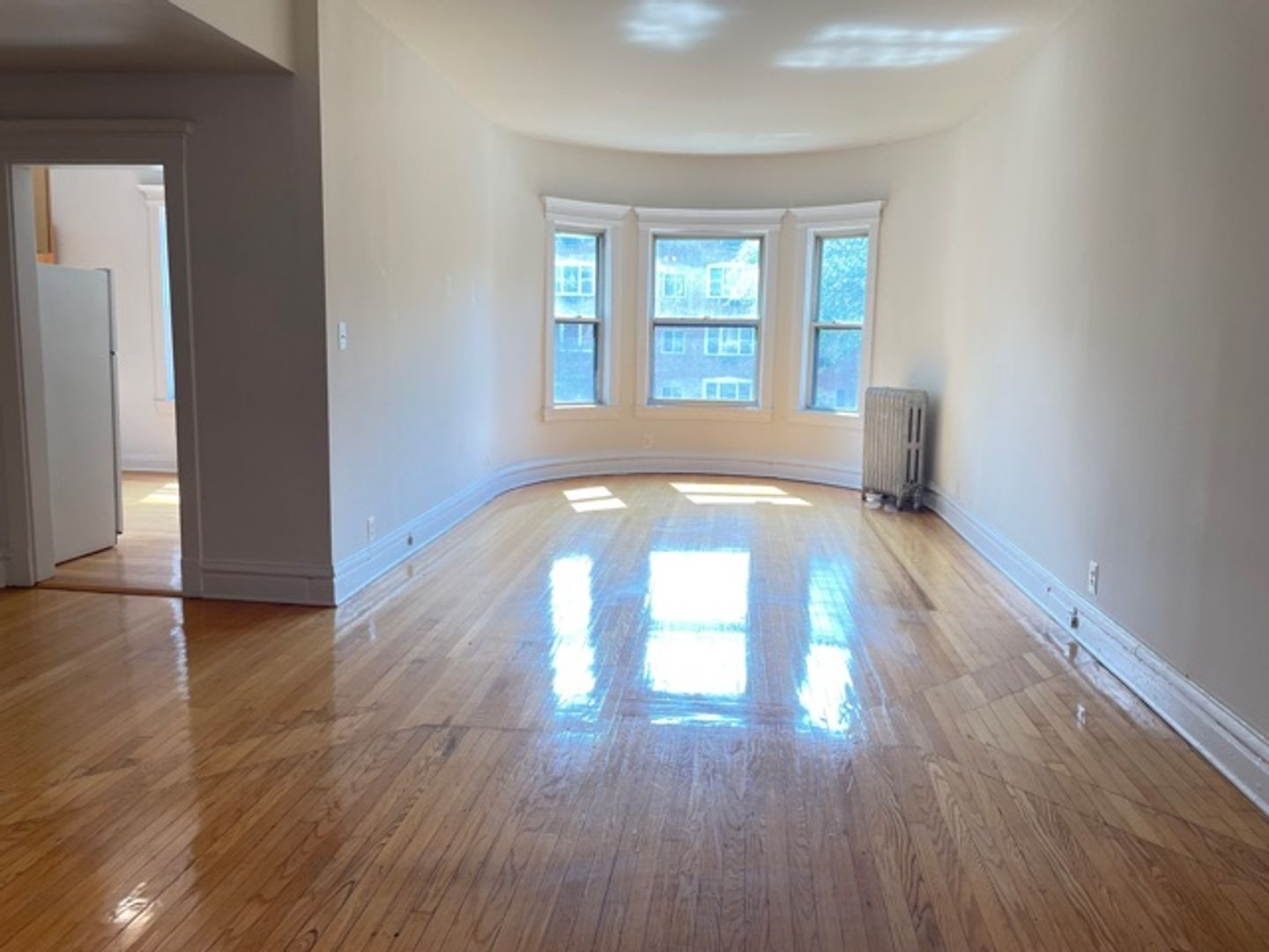 670 West Sheridan Rd., Chicago, IL - 2,200 USD/ month