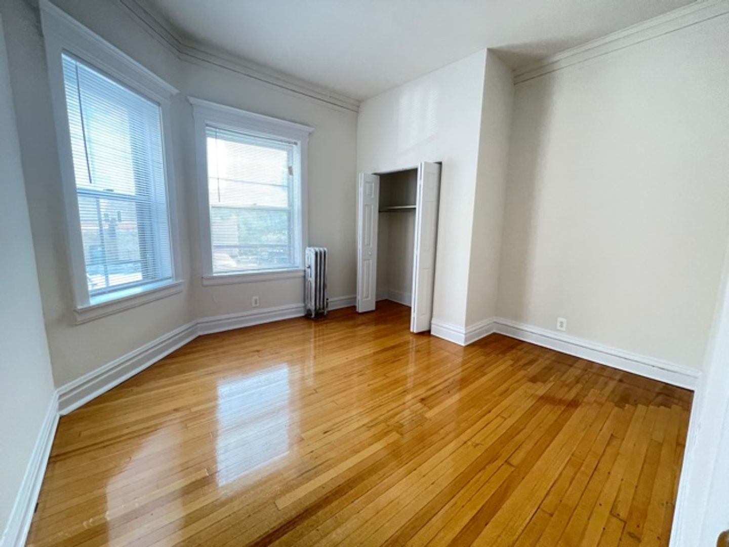 668 West Sheridan Rd., Chicago, IL - 2,100 USD/ month
