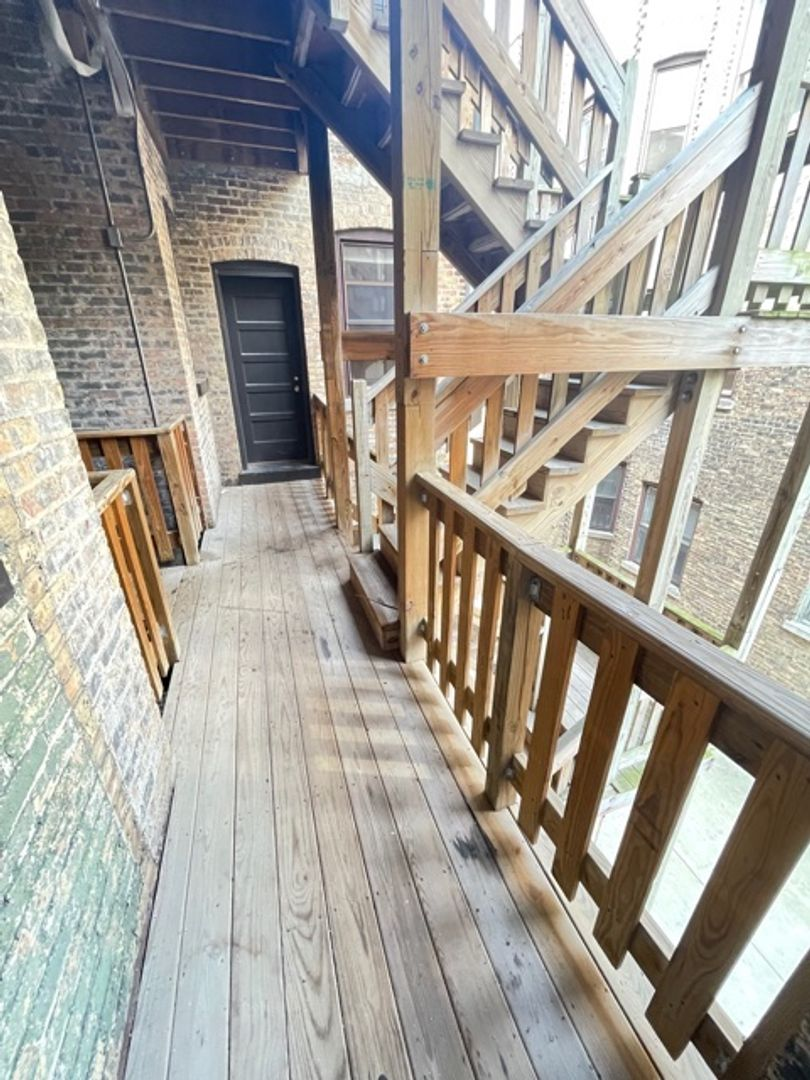 668 West Sheridan Rd., Chicago, IL - 2,000 USD/ month