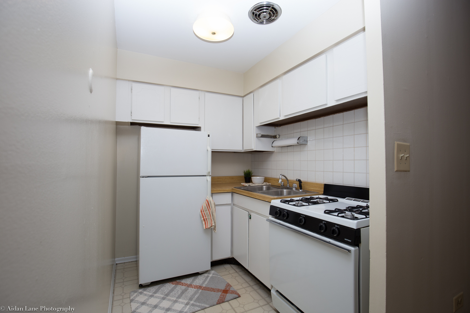 525 West Deming, Chicago, IL - 1,465 USD/ month