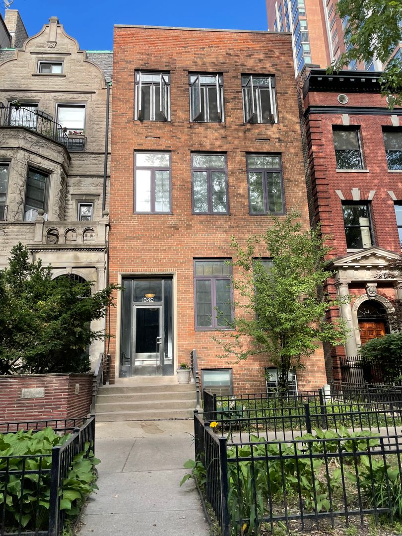 1349 North State Pkwy., Chicago, IL - 1,775 USD/ month