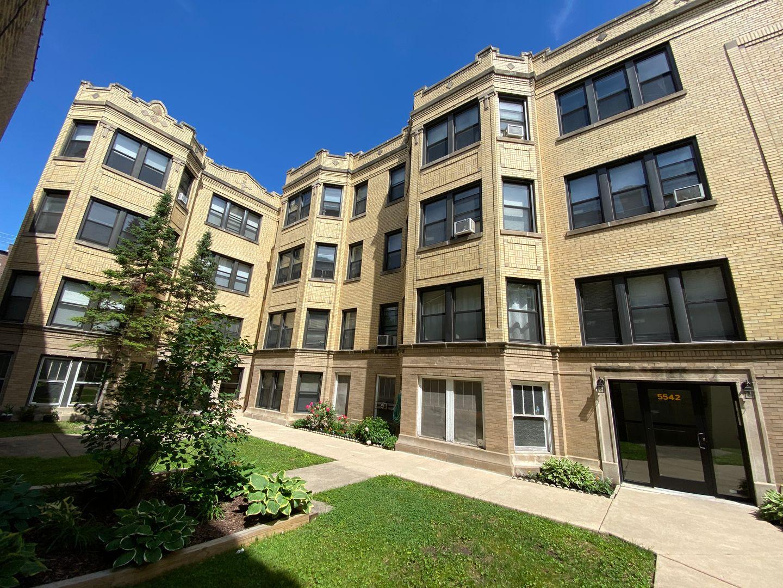 5542 North Artesian Ave., Chicago, IL - 1,050 USD/ month