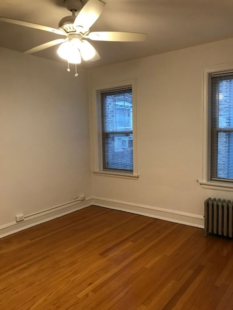 1647 West Touhy, Chicago, IL - 1,075 USD/ month