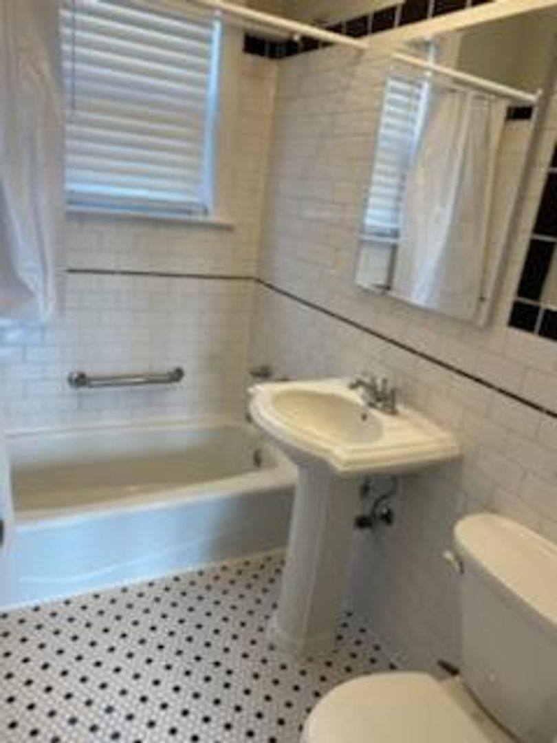 3952 North Southport, Chicago, IL - 1,495 USD/ month