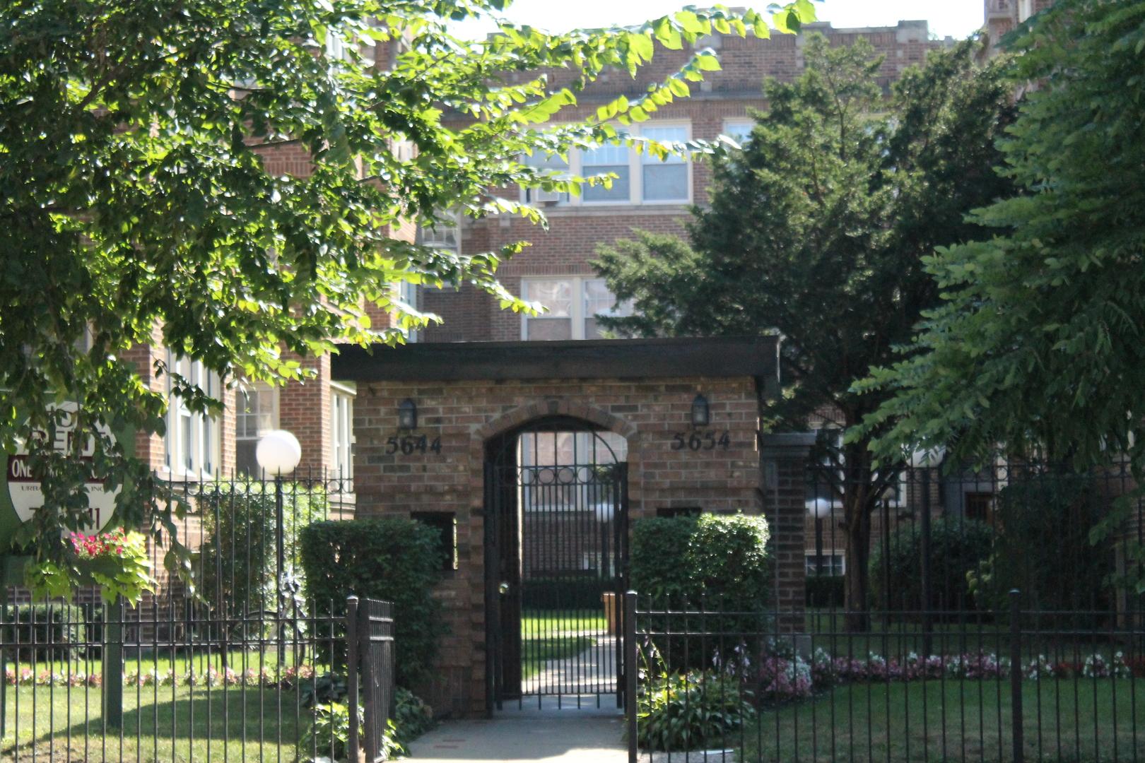 5648 North Ridge, Chicago, IL - 1,250 USD/ month